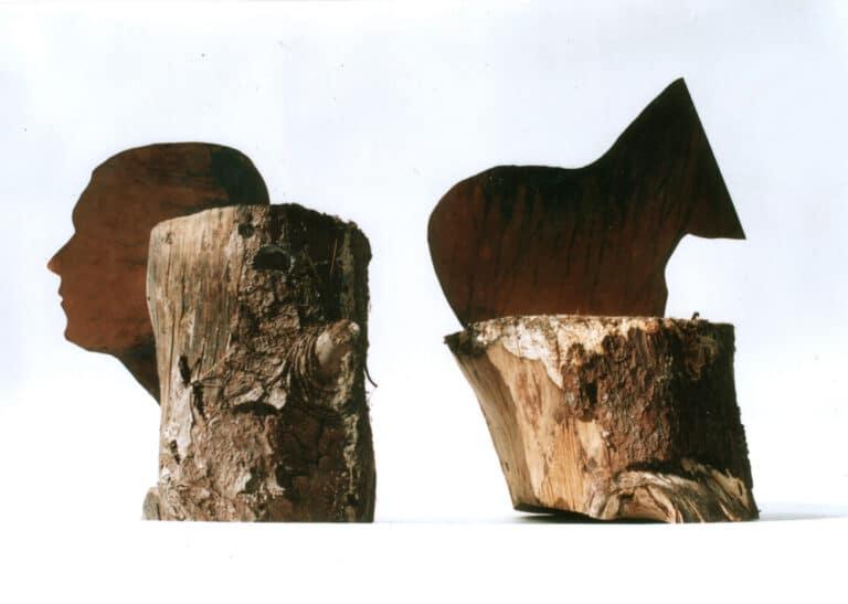 אין אוטט, 2017, ברזל חלוד וגזע עץ 30 על 70 על 30 ס''מ, מוזיאון קסטל, אדומית