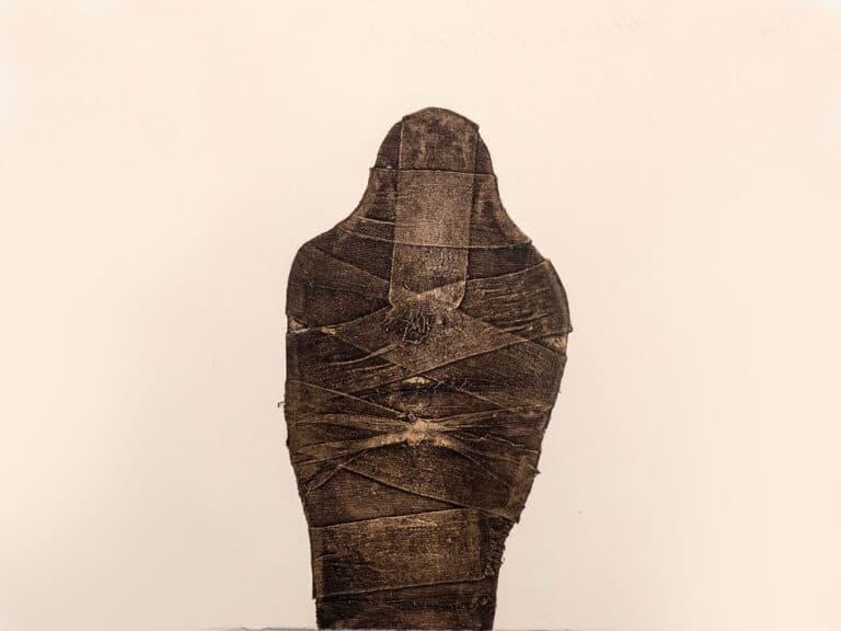 """מומיה, 1984, הדפס קולוגרף על נייר ארש, 78 על 56 ס""""מ [הוצג משכן עין חרוד]"""