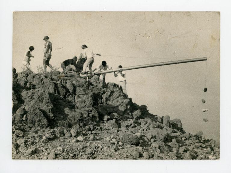 תותח השלום, 1980, תצלום דומם מתוך מציג, עדי ארונוב, איתמר סיאני וגד אולמן, מצפה שלום, ים המלח