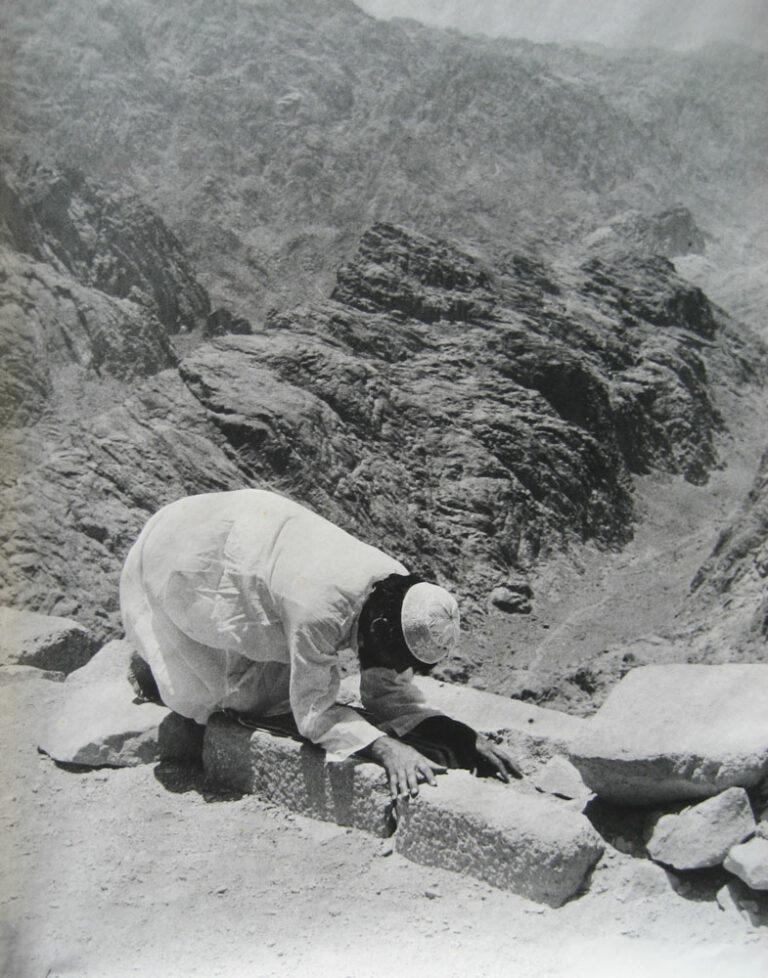 שלושת הדתות, 1979, תצלום דומם מתוך מיצג סדנת אמנים, סנטה קטרינה, הר משה