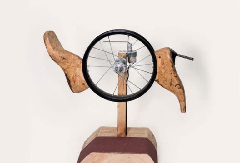 מרדף, 2018, גלגל אופנים ממונע ואימומים, קוטר 30 ס''מ  [מרכז דיגיטלי, חולון]
