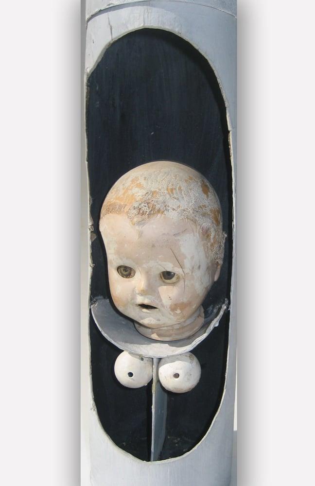 מיניאטורה, 1968, רדי מייד, 30 על 12 ס''מ [הופיע בתערוכת מיניאטורות, גלריה גורדון, תל אביב]