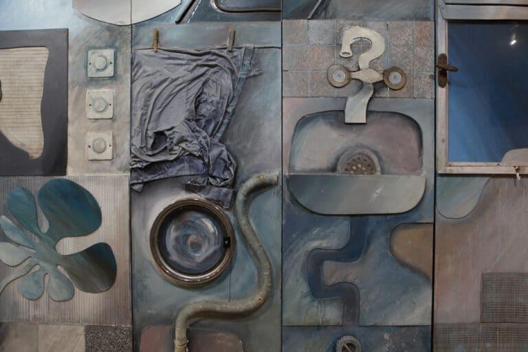 מחשכת המעברה לאור יהודה, תבליט פיסולי, היכל התרבות אור יהודה, 1998