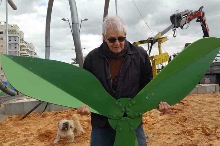 אנרגיה ירוקה, פסל  מצינורות ברזל, חדרה, 2016
