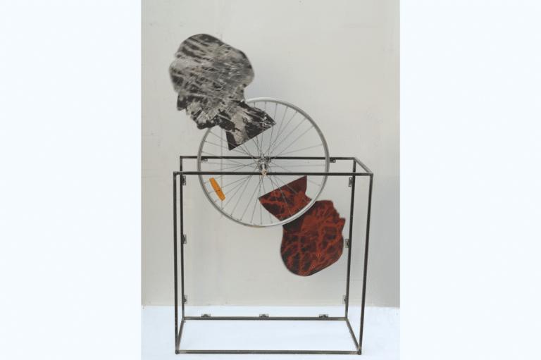 עניין משפחתי, 2016, עץ, גלגל וברזל, 80 על 20 ס״מ  [גלריה אסול, תל אביב]