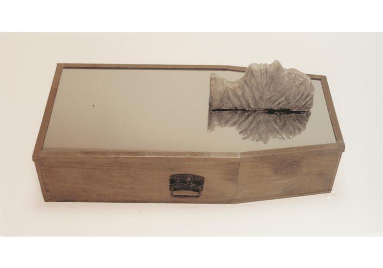 טבח נהריים, 1997, עץ, מראה ויציקת גבס, 30 על 45 על 100 ס''מ