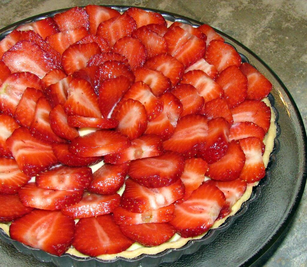 Say Good Morning to Spring with this Beautiful Custard Strawberry Pie