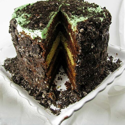 Celebrate True Decadence for Every Occasion with this Yummy Mint Oreo Cake