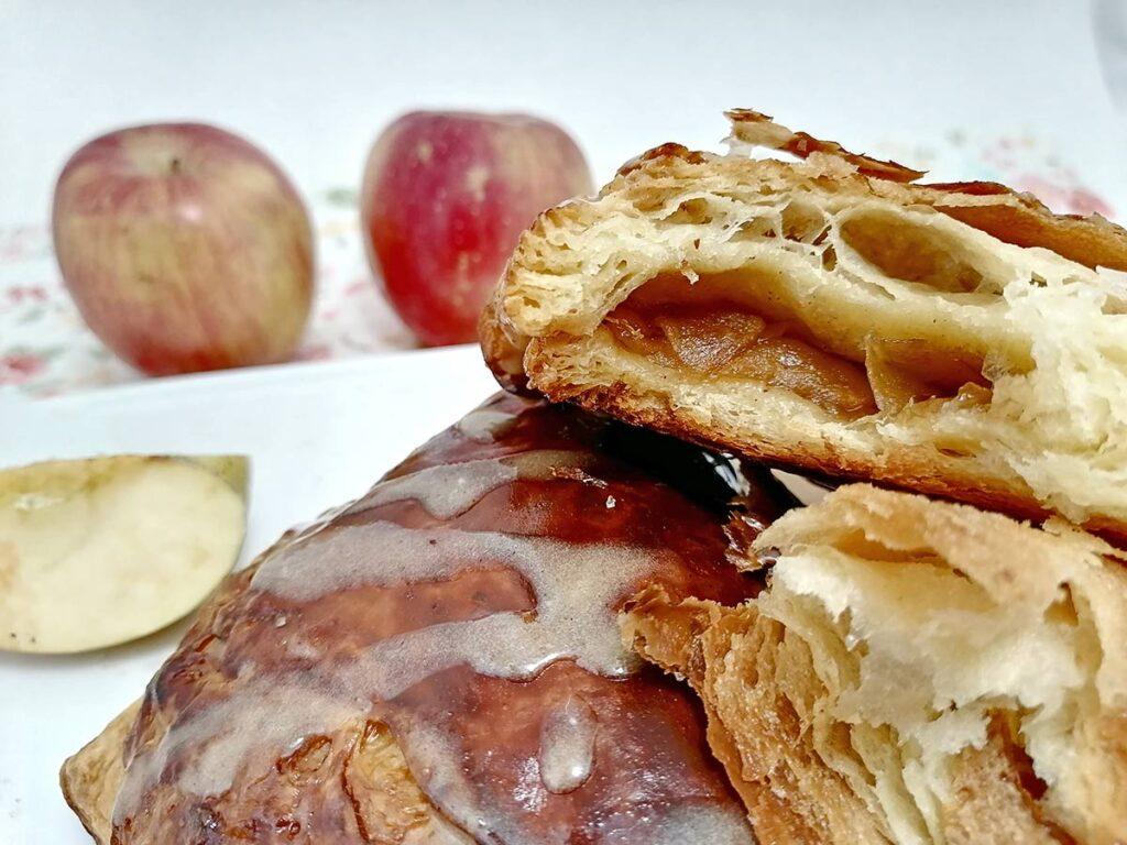 inside of apple pie croissant