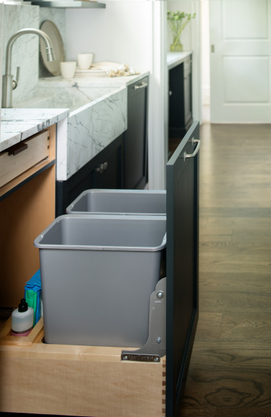 Double 30 Qrt Pull-Out Waste Container