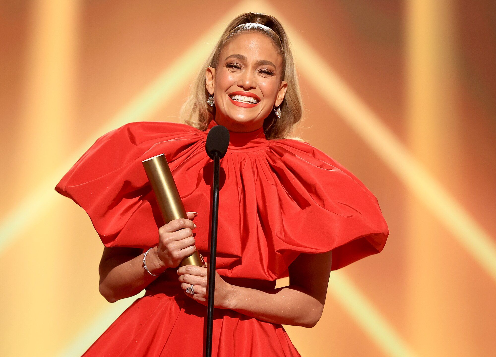 Jennifer Lopez Reacts to Winning People's Icon Award at the 2020 E! People's Choice Awards