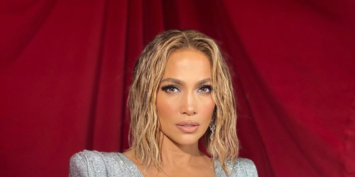 Jennifer Lopez Signs Multi-Year Production Deal With Netflix