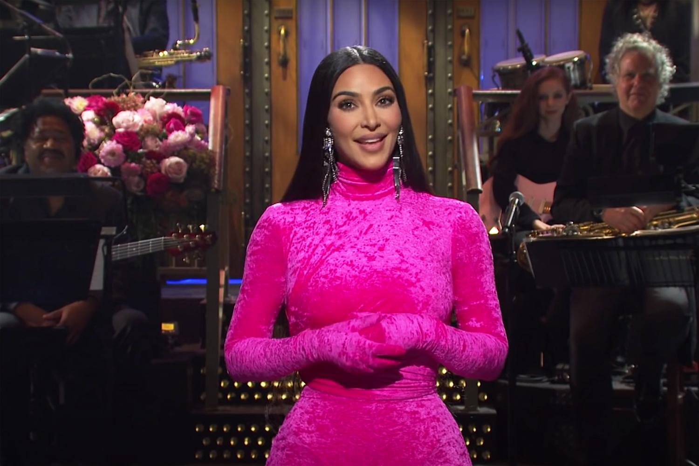 Kim Kardashian Hosts 'Saturday Night Live' Showing Her Comedic Side