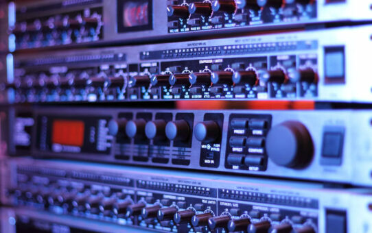 How to Use Rack-Mount Compressors with Guitar and Bass