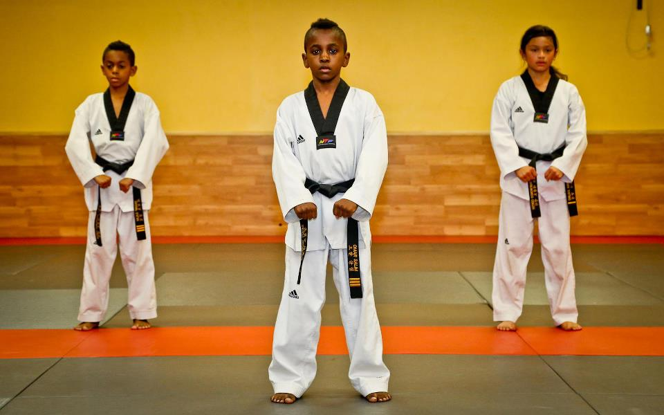 salims-taekwondo-center-students-joonbi-pose
