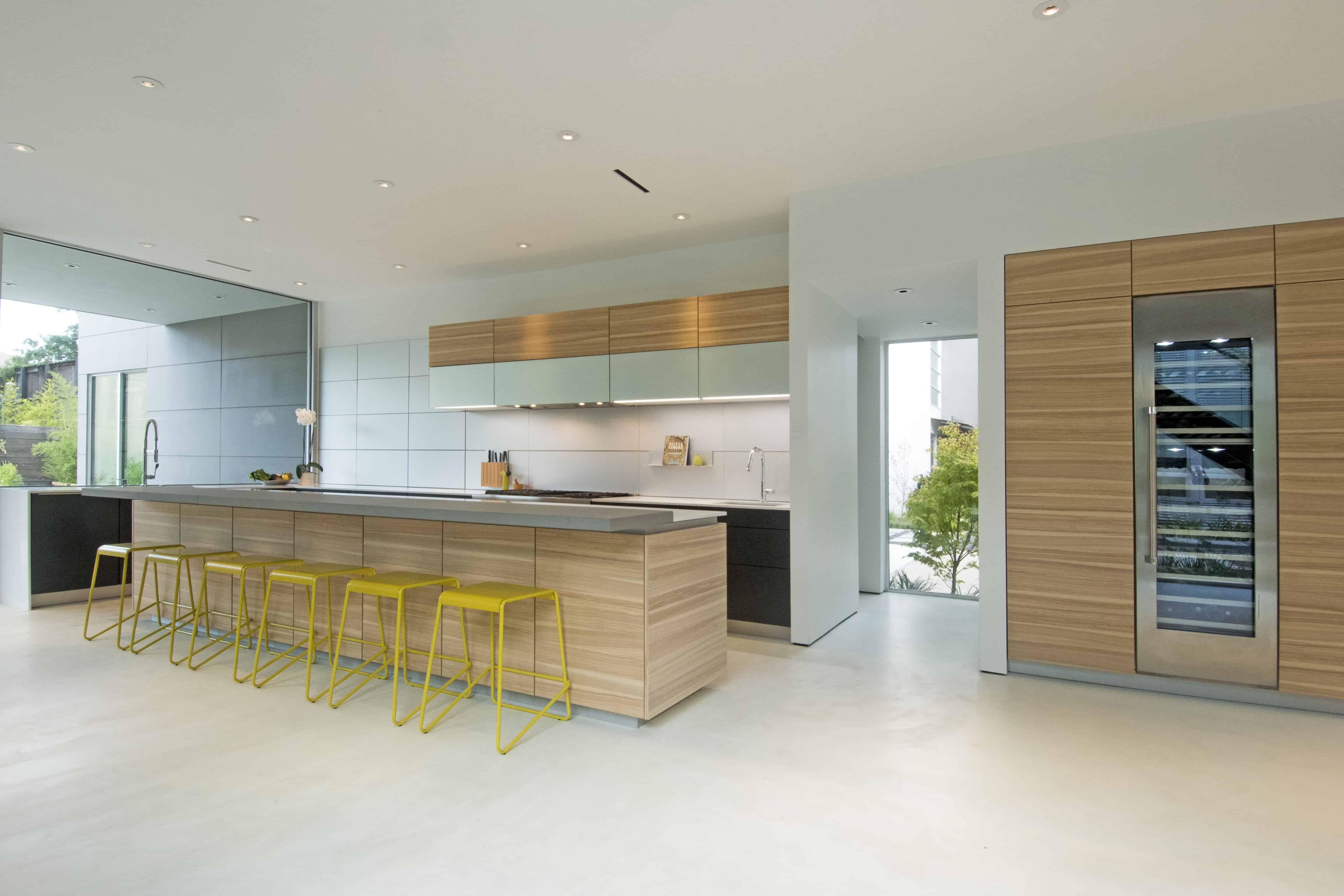 Modern Kitchen Light wood and glass