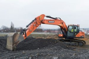 DOOSAN DX225LC-5 construction equipment
