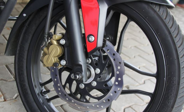 Bajaj Pulsar AS150 bike brakes