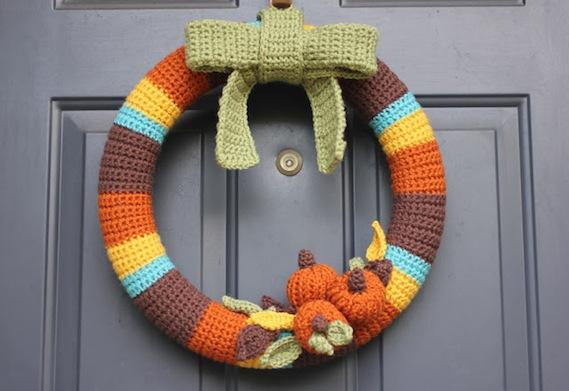20 DIY Fall Wreath Tutorials from InspiredRD.com #crafting #diy