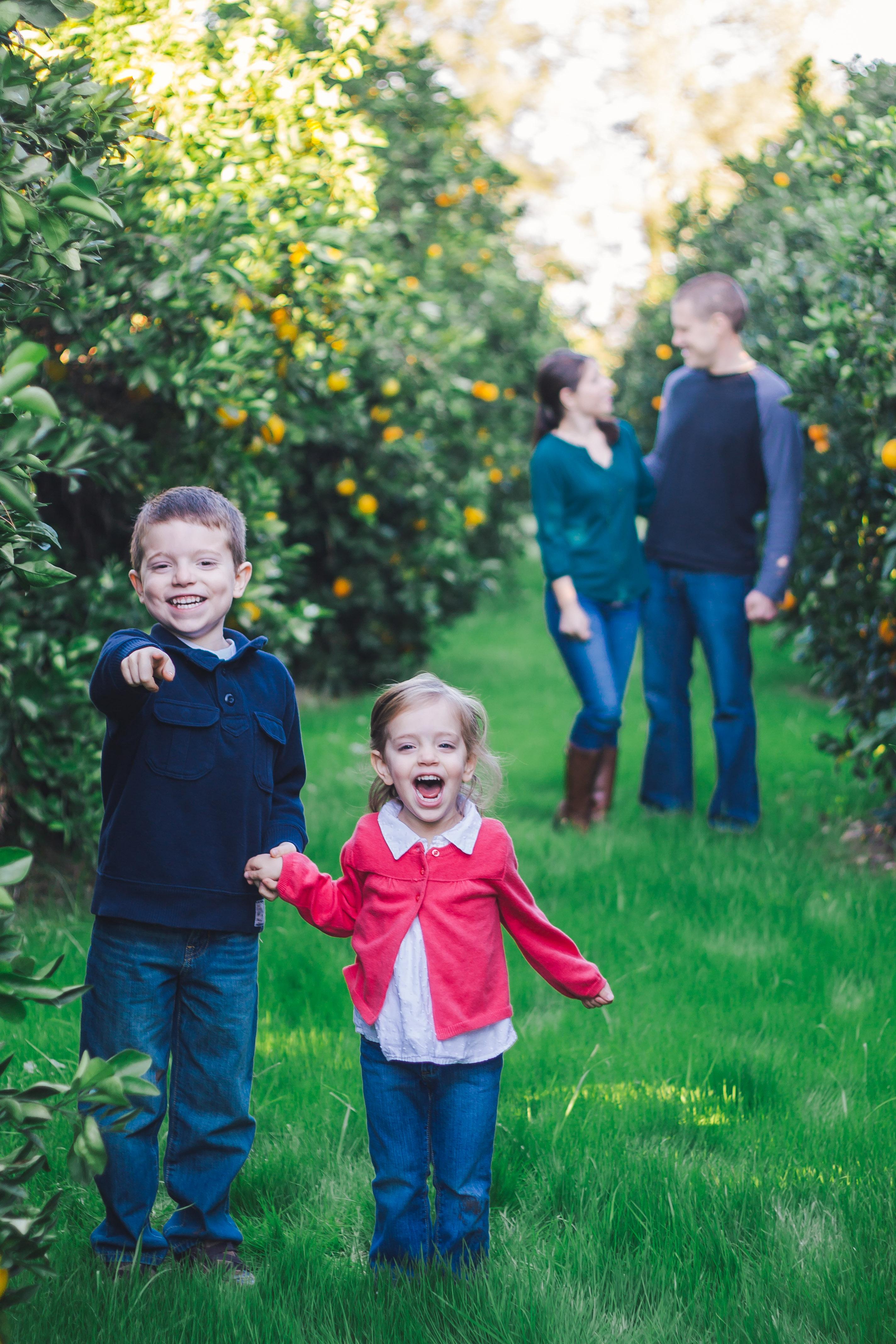 Sweet Family Pose {Alysa Bajenaru Photography}