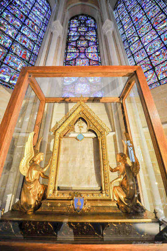 The Veil Chapel, Choir Ambulatory at Chartres Cathedral by photographer Jill K H Geoffrion