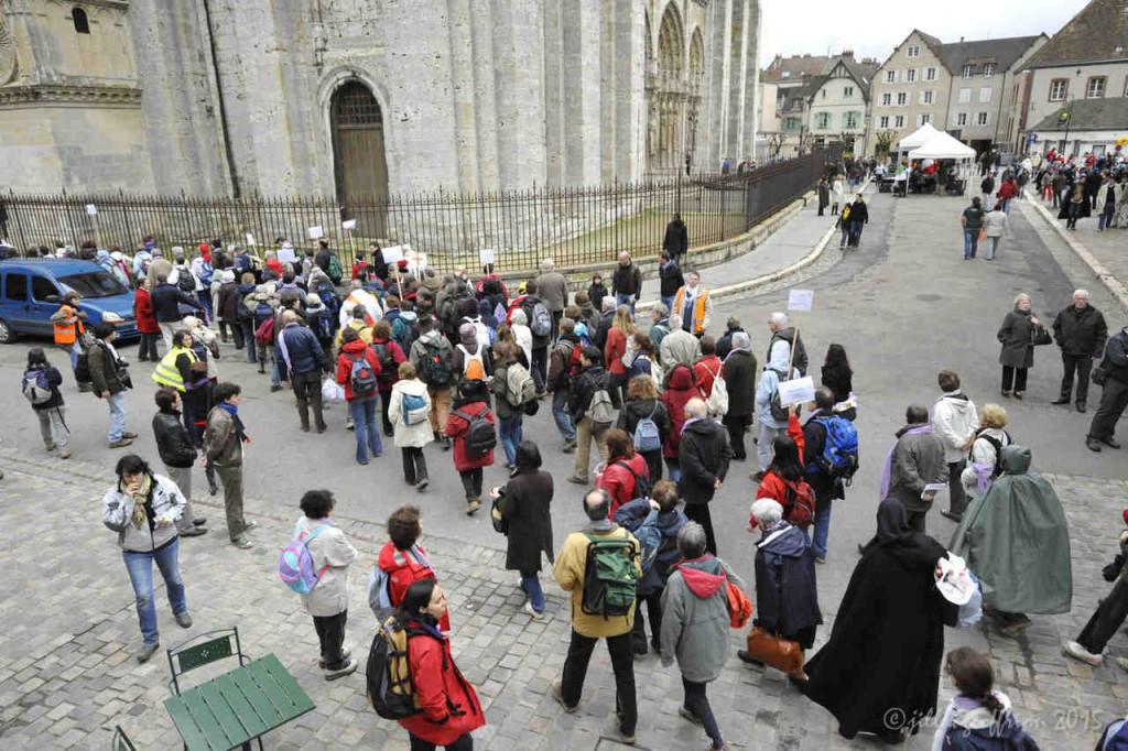 Pilgrim groups arriving at Chartres Cathedral by photographer Jill K H Geoffrion