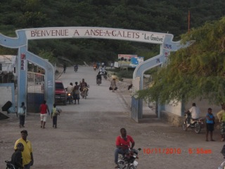 Welcoming sign on the dock at La Gonave