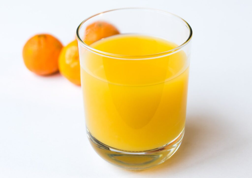 Image of a glass of orange juice, which only has 124 mg of vitamin C.