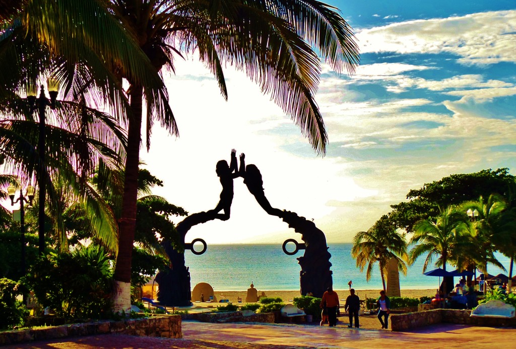 Parque Fundadores Playa Del Carmen Statue