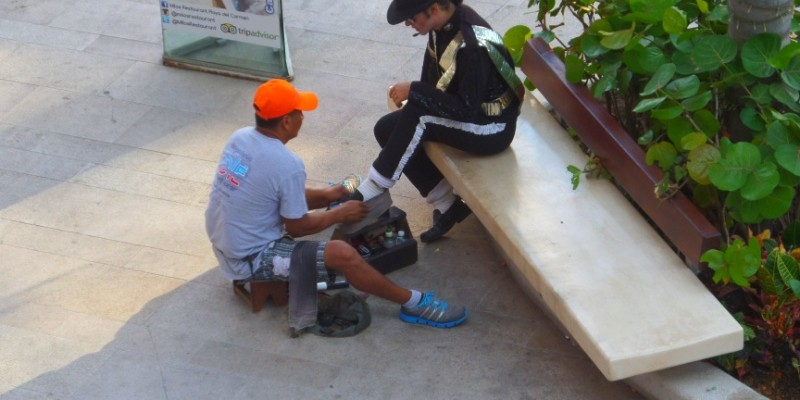Street performer Playa Del Carmen