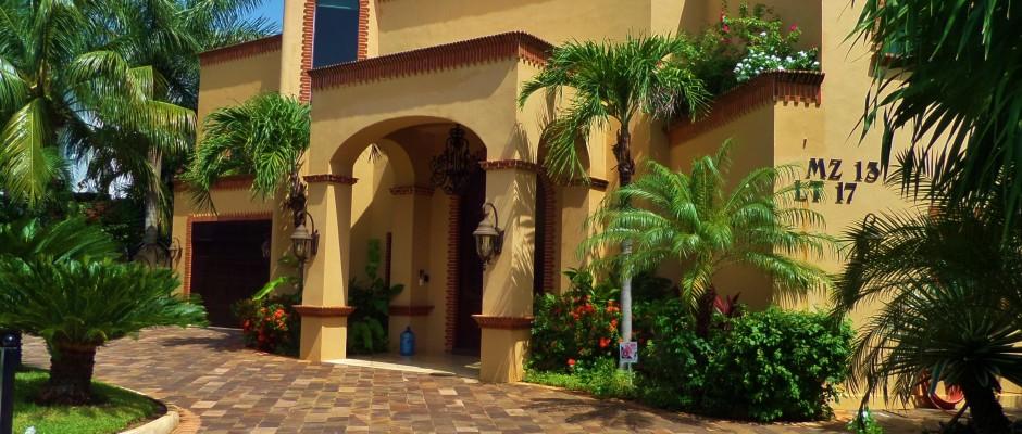 building a house in Playa Del Carmen