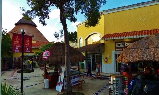 shopping Plaza Playcar Mall