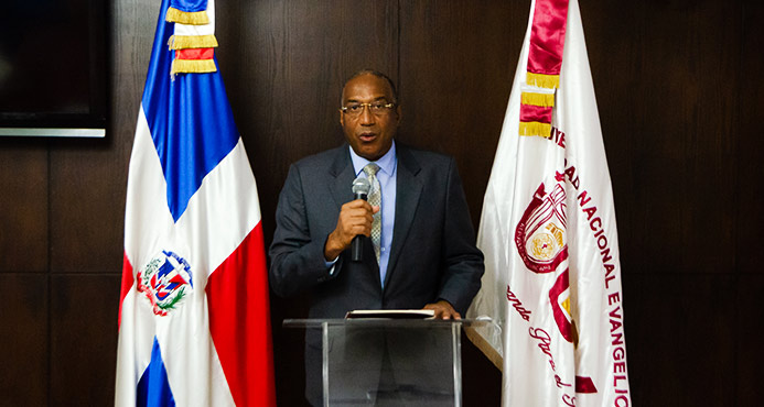 Epifanio González Minaya, rector UNEV