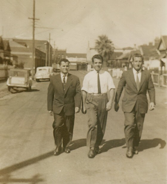 1955 - Cosens St. Brunswick, Μελβούρνη Λάζαρος Τύρης, Τάσος Κολοκοτρώνης και Λεωνίδας Καρακατσάνης