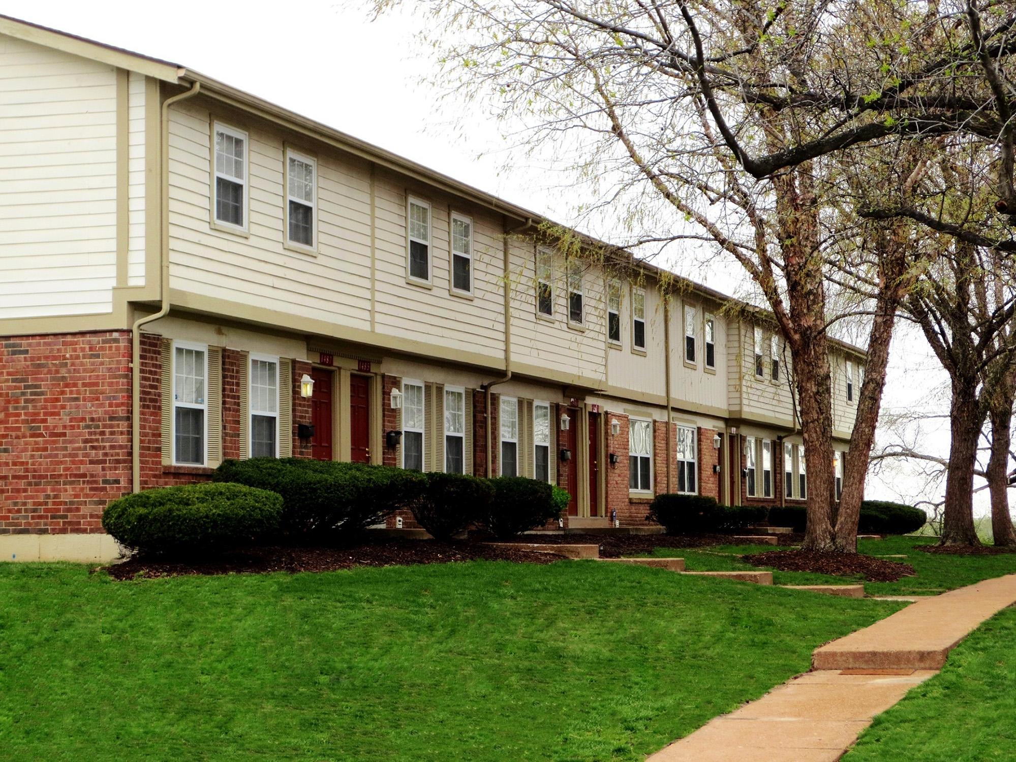 Stonebridge Townhomes - Florissant, Missouri