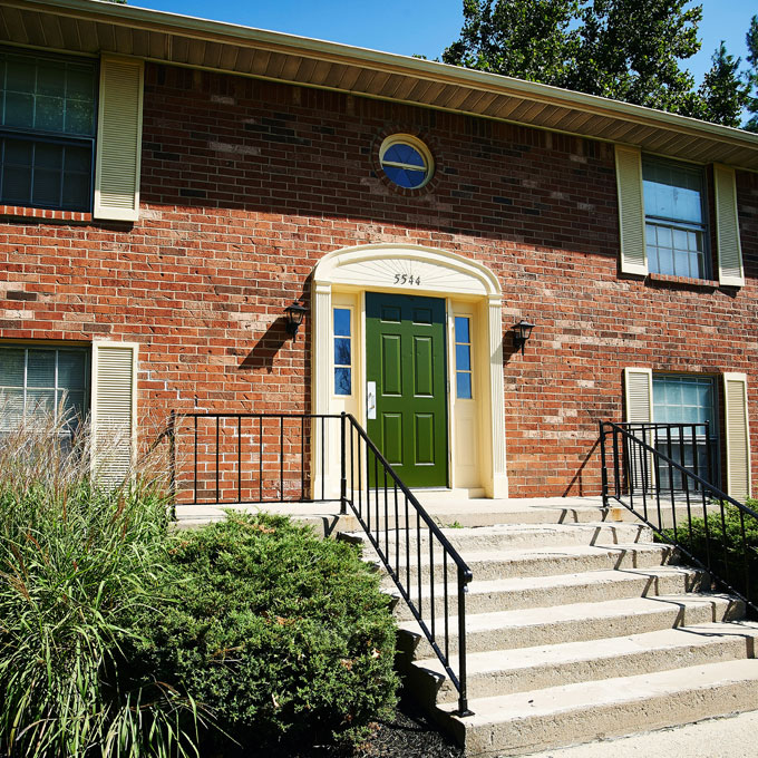 Colonial Square Apartments - Indianapolis, Indiana