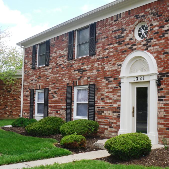 Hampton Court Apartments of Indianapolis - Indianapolis, Indiana