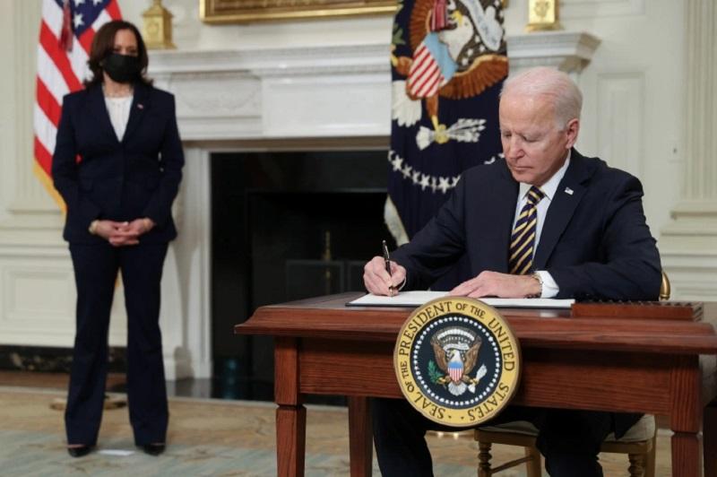 Biden overturns Trump ban on many green card applicants