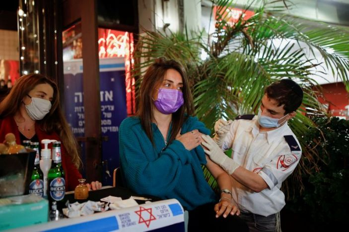 Israelis offered free drink for COVID-19 vaccine