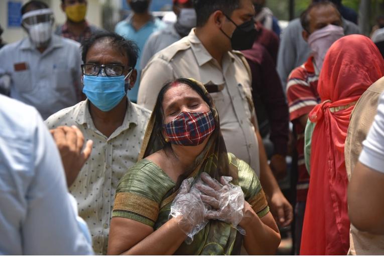 Mumbai vaccination stops amid record India COVID rise: Live news