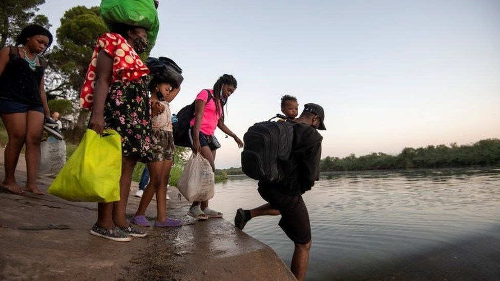 Migrants in Texas: Thousands moved to processing centres