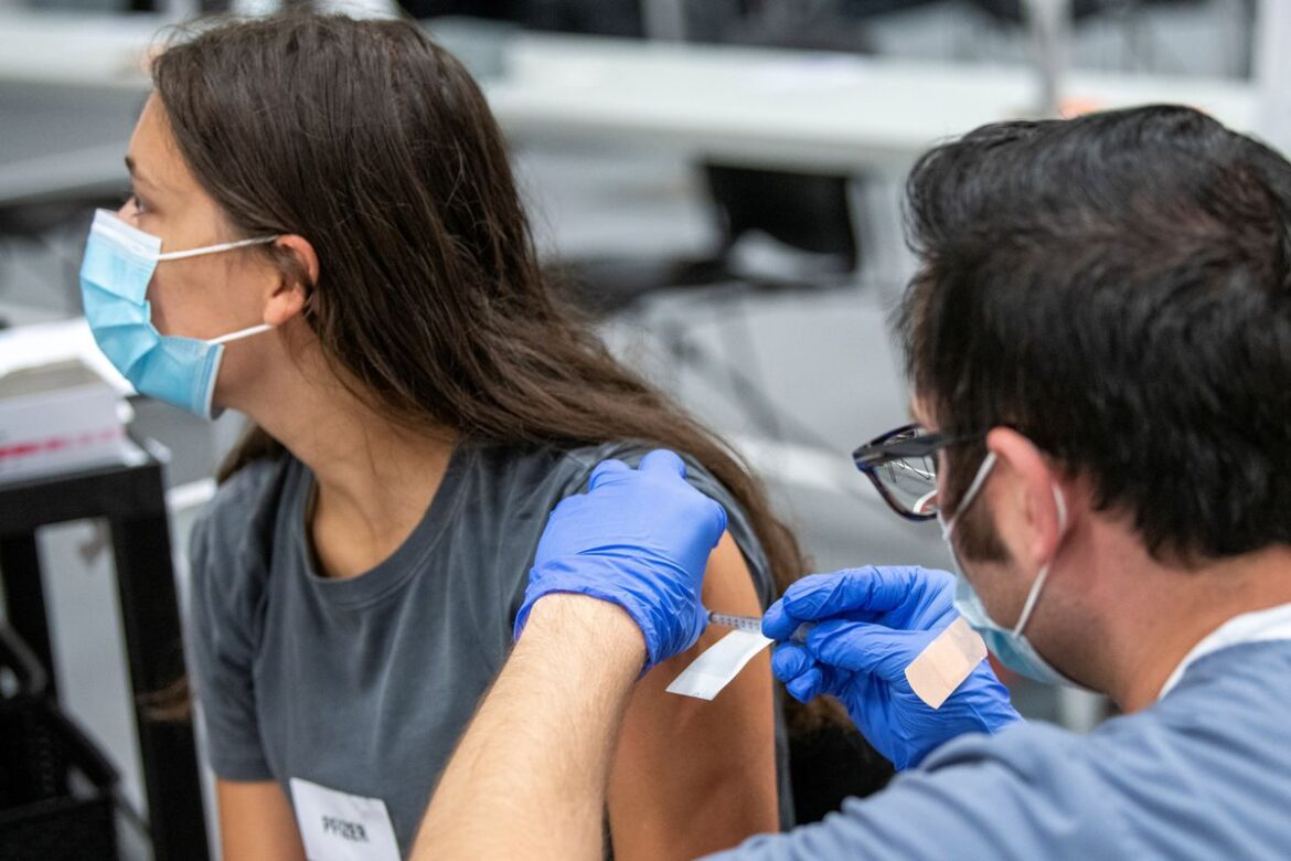 U.S. administers about 384.9 mln doses of COVID-19 vaccines -CDC