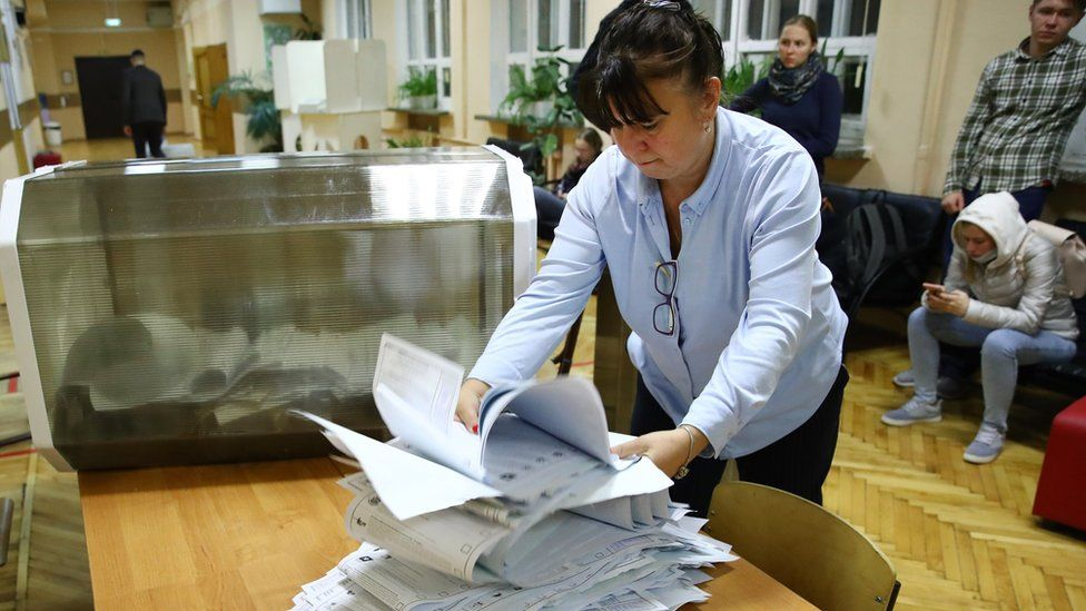 Russia election: Putin's party heads for victory amid vote fraud claims