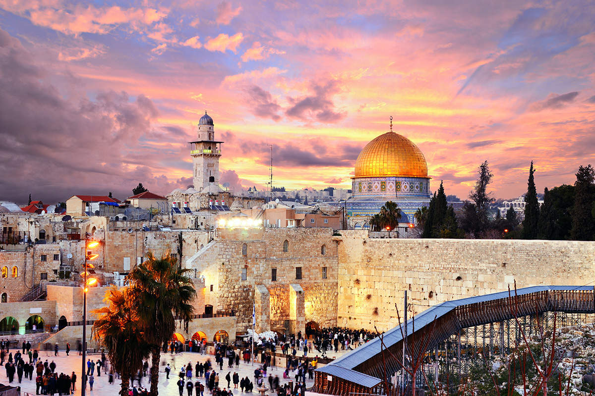 Skyline of the Old City at the Western Wall and Temple Mount in Jerusalem, Israel.; Shutterstock ID 148478216; Cliente & Job: -; CNPJ do Pagador: -; Vencimento da NF & Observações: -