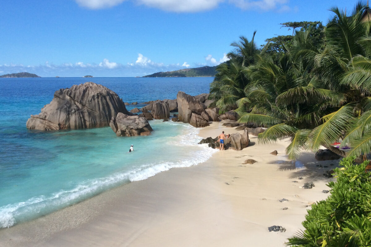 Free image/jpeg, Resolution: 2592x1936, File size: 1.37Mb, beach on beautiful coast, tropical paradise, seychelles, la digue