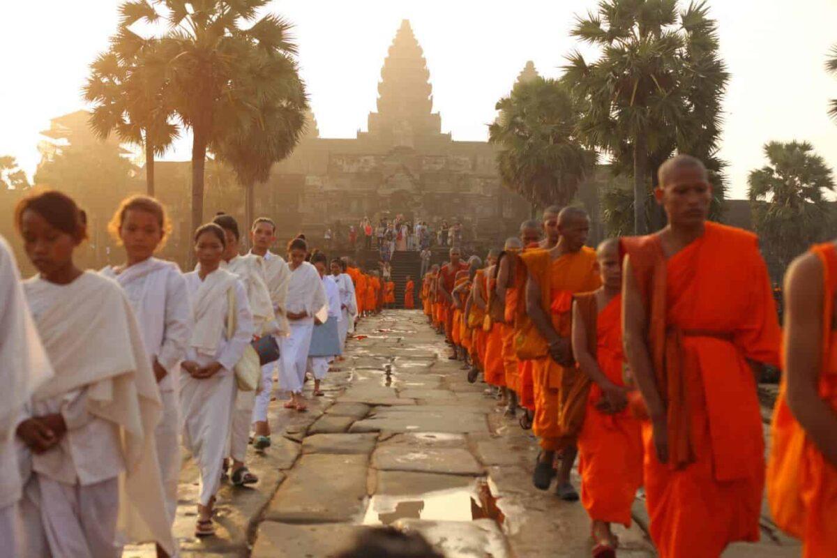Angkor-Wat-Monks-1600x1067