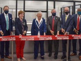 governor, mayor and facility officials cutting ribbon