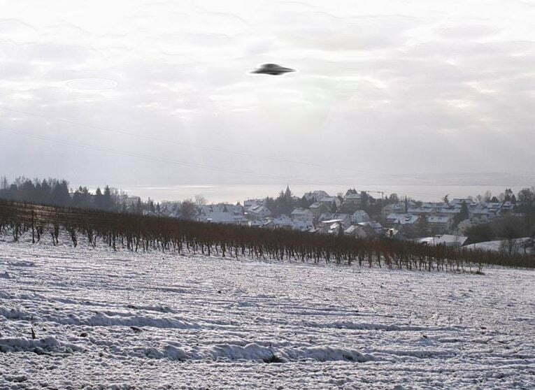 """U.S. Has """"Secret Evidence"""" of UFOs Doing Things Human Technology Cannot"""