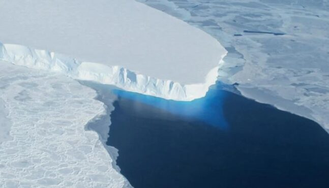 """Antarctica's """"Doomsday Glacier"""" Is Close to Tipping Point"""