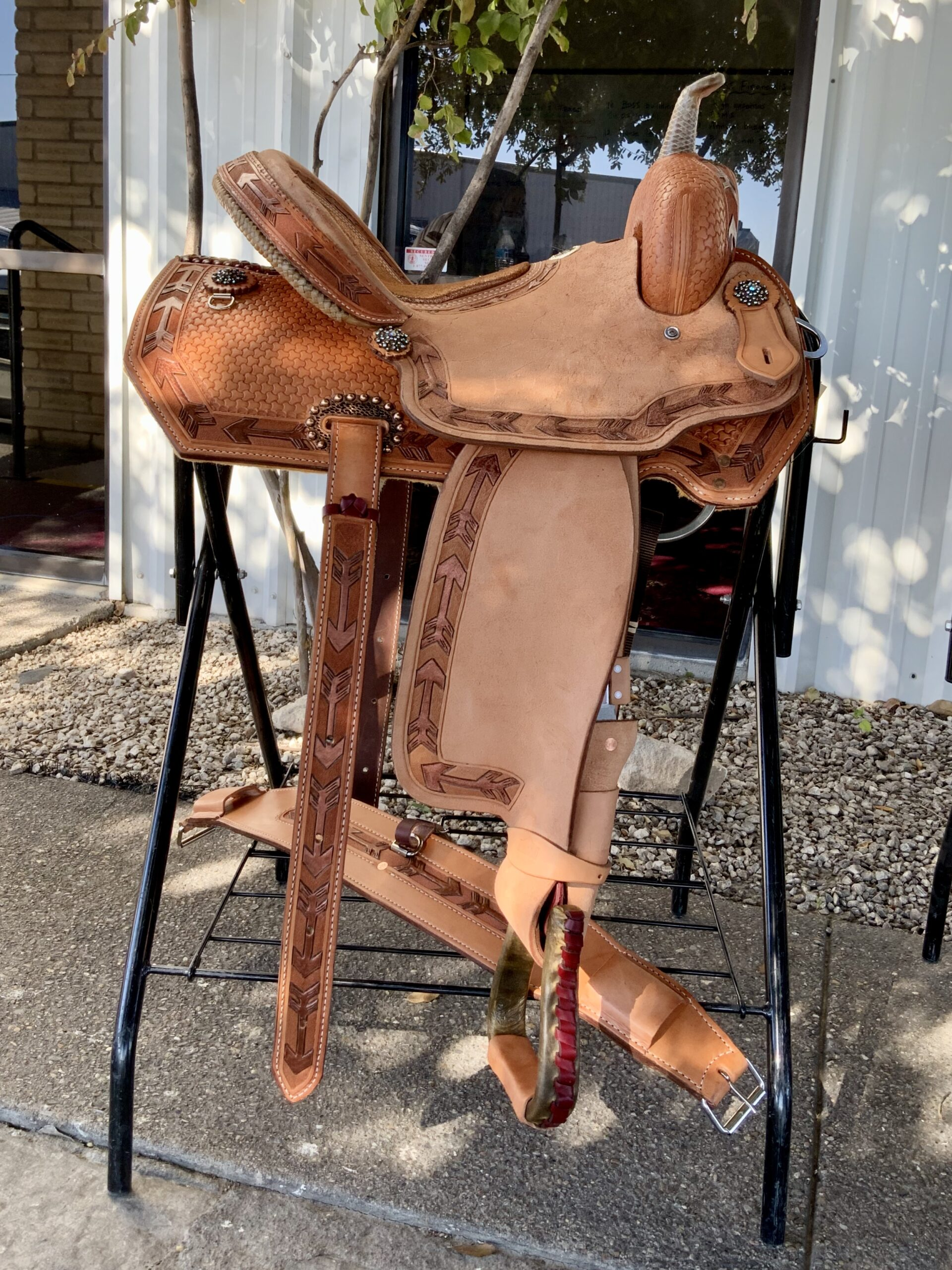 <b>14.5in</b><p>Arrow barrel saddle</P>